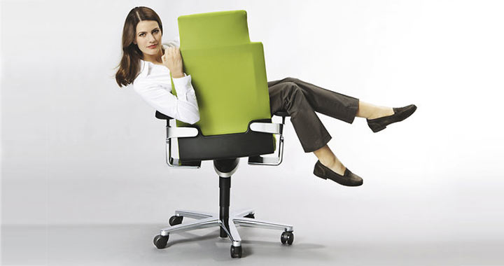wilkhahn, seduta ufficio on. Ragazza sulla sedia